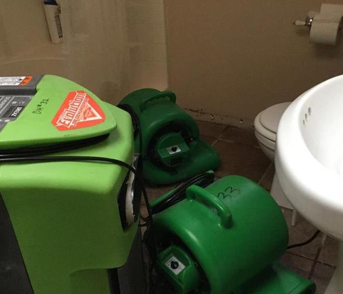 SERVPRO Team Places Equipment to Dry Floor Fast